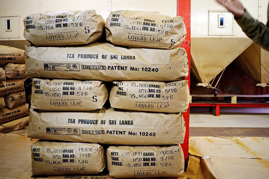 18. Sri Lanka, Nuwara Eliya. Cejlońska herbata prosto z fabryki trafia na wielkie aukcje herbaty, na których zaopatrują się firmy takie jak Dilmah. (Fot. Ania Błażejewska)