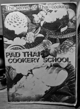 Okazało się, że nie żadne chusty, sukienki, kolczyki, poduszki, tylko właśnie ta książka kucharska jest moją najlepszą pamiątką z podróży. (Fot. Kasia Boni)