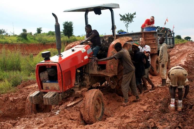 Afryka Nowaka na traktorze