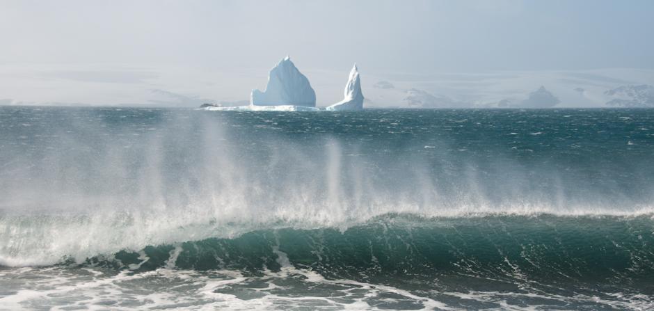 17. ANTARKTYKA, Wyspa Króla Jerzego. Może zimno, może wieje ale widoki hipnotyzują. (Fot. Piotr Horzela)