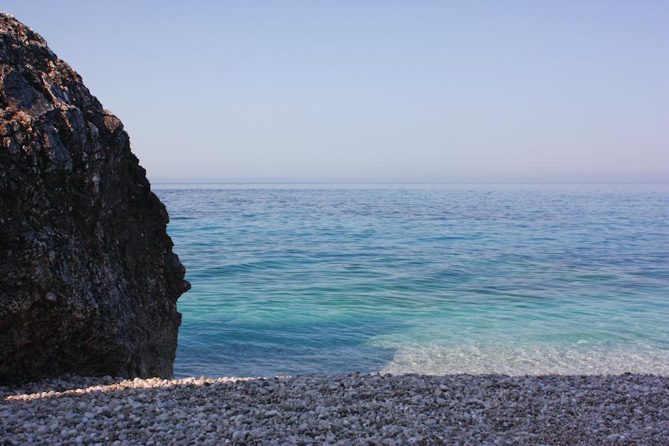 Albańskie wybrzeże morza Jońskiego