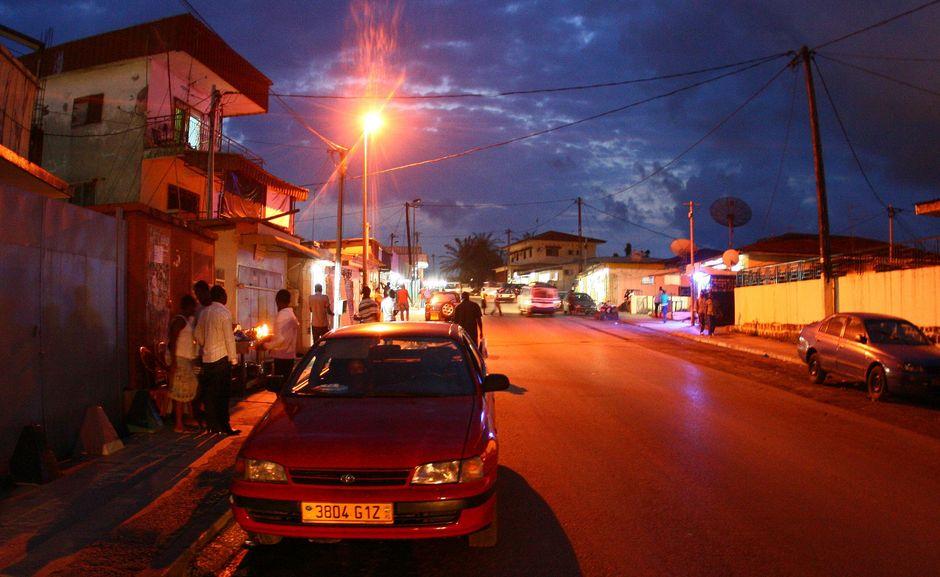 Libreville po zmroku