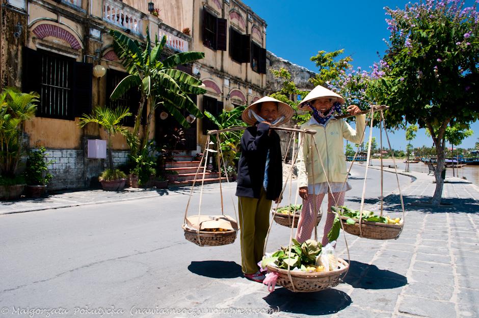 Lokalne handlarki w Hoi An