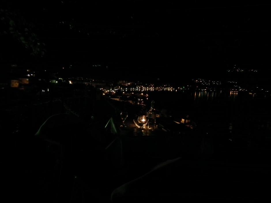 widok na ochrydzki port nocą