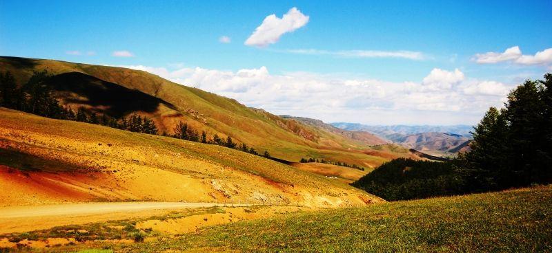 Pokonają wysokie przełęcze w Pamirze i odludne pustkowia w Chinach...