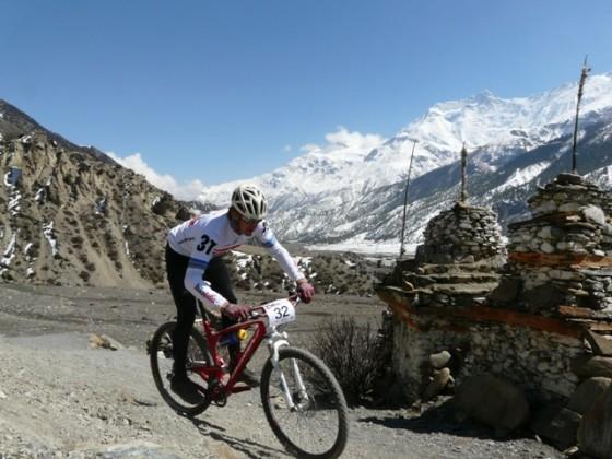 Rowerowy wyścik przez Himalaje