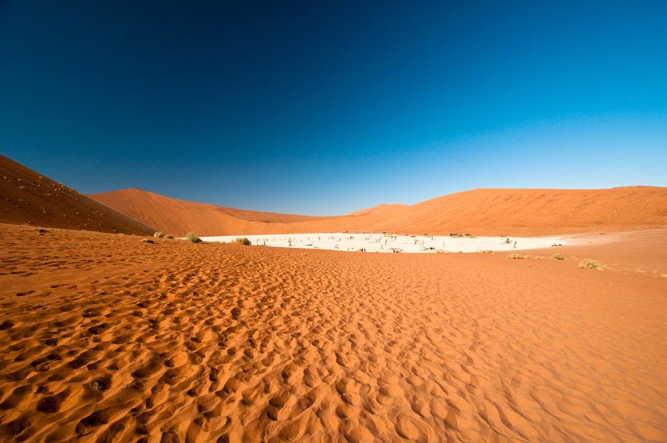 Kosmiczny krajobraz pustynii w Afryce - zdjęcia