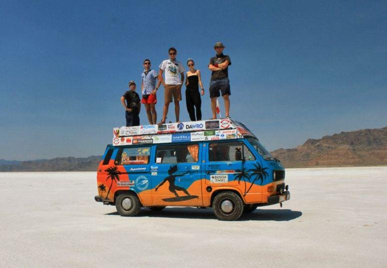 Ekipa Busem przez Świat