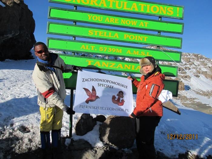 Pani Grażyna na Kilimandżaro. (Fot. www.podrozepo50.pl)