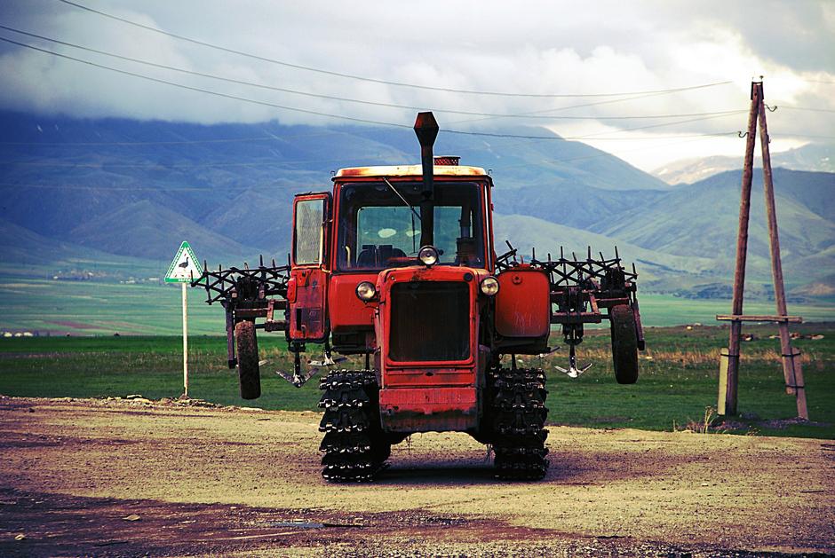 Zdjęcia z podróży do Armenii - maszyny rolnicze