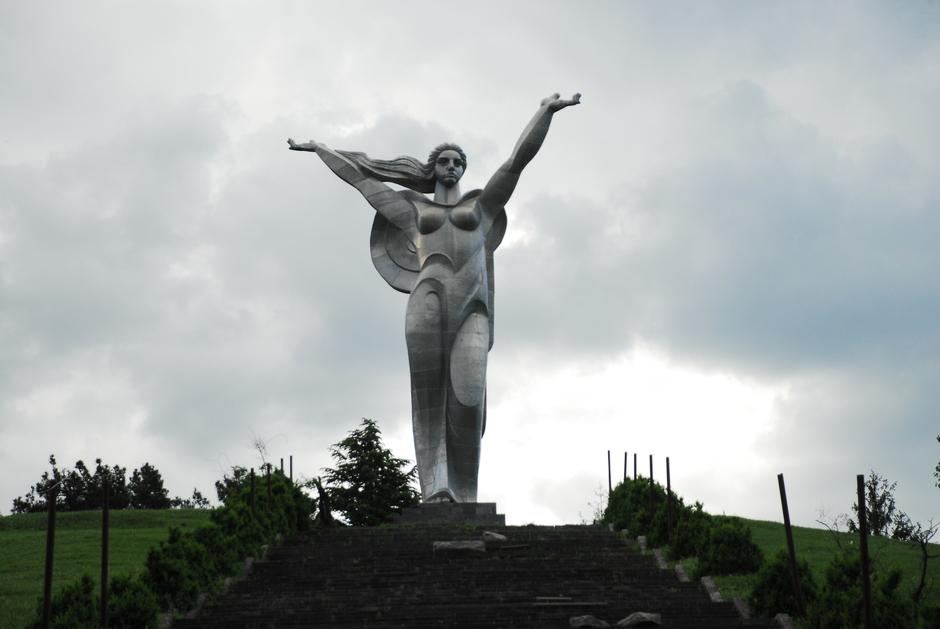 Matka Armenia - popularny pomnik po tej stronie Kaukazu - foto