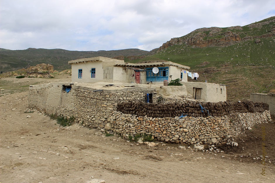 Azerska wioska u stóp Kaukazu