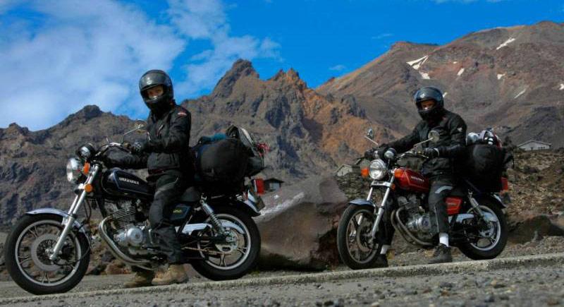 Park Tongariro w Nowej Zelandii na motocyklach