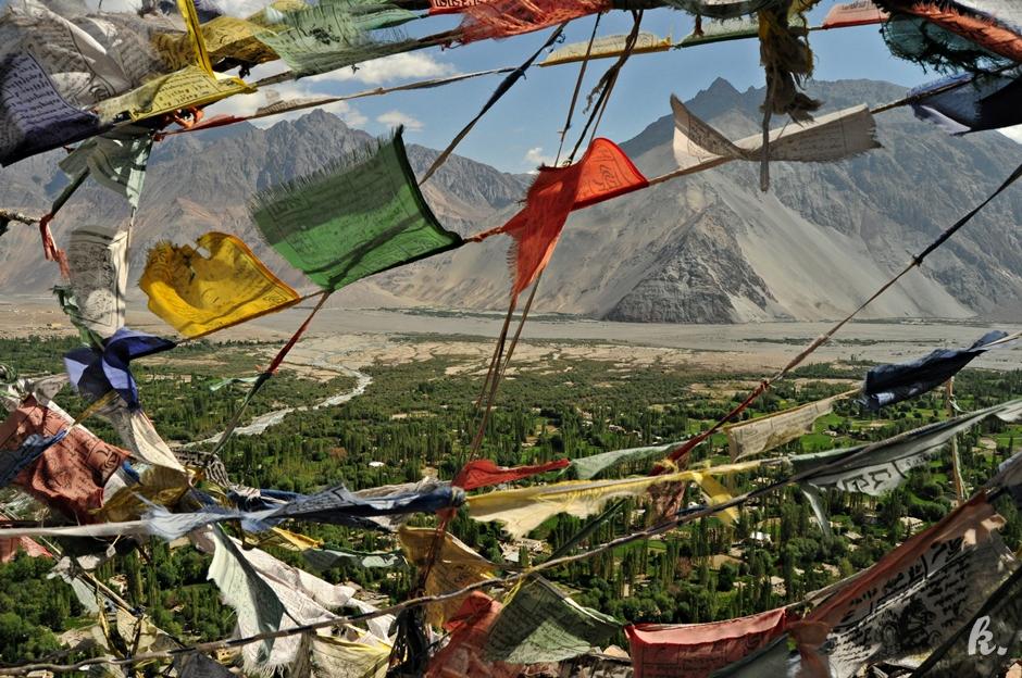 Buddyjskie flagi - zdjęcia z północnych Indii