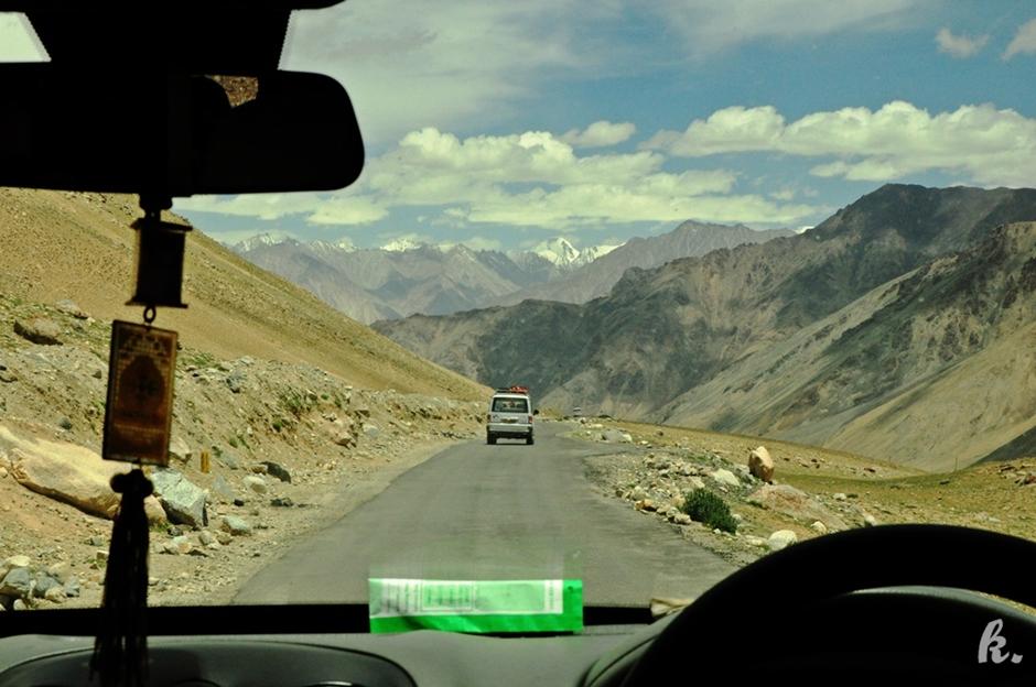 Autostopem przez Himalaje - podróż do Indii