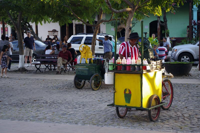 Sprzedawca lodów w Salwadorze - foto