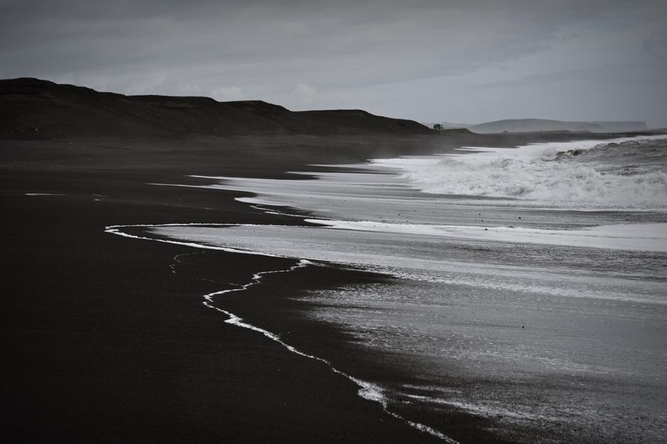 Atrakcje Islandii - amerykański samolot na plaży