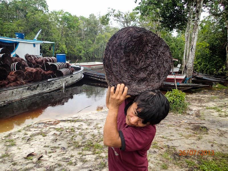 Indianin zamieszkujący Amazonię