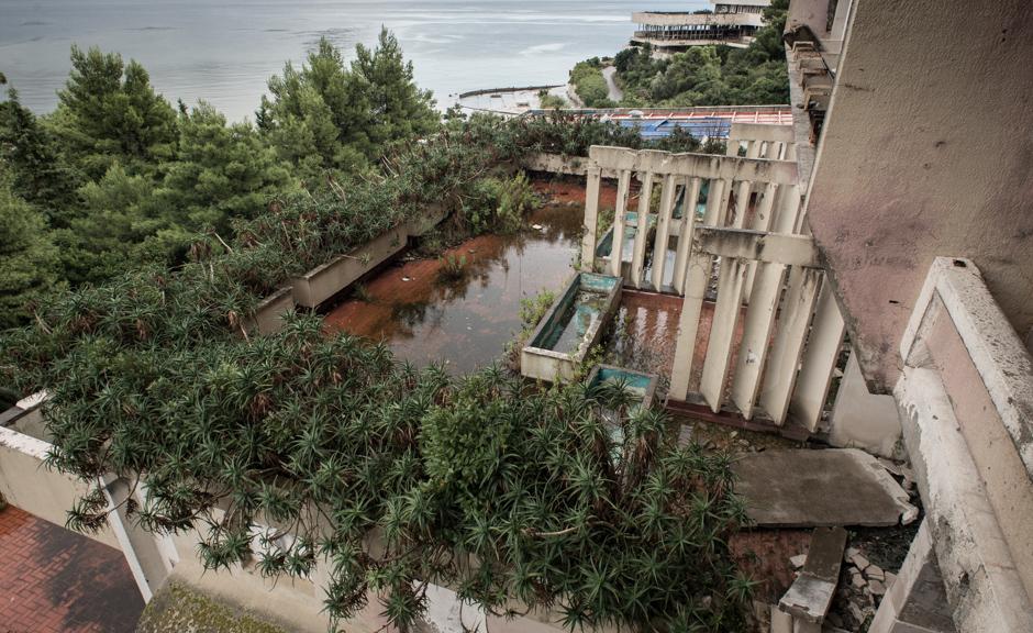 Powojenne zniszczenia na Bałkanach - zatoka Kupari