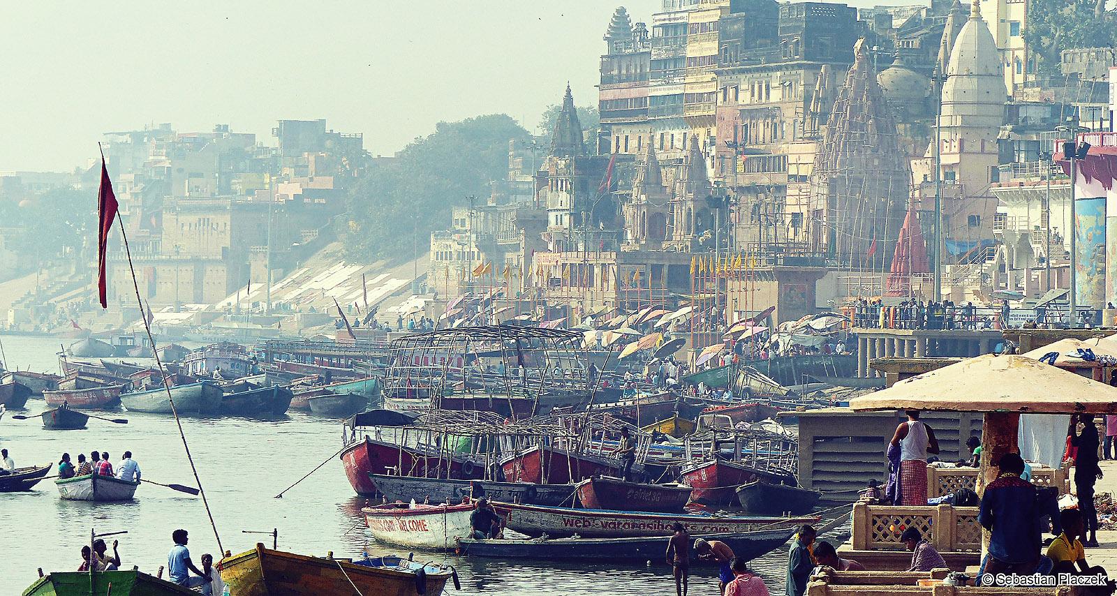 Panorama Waranasi. Zdjęcia z podróży przez Indie. Fot. Sebastian Placzek