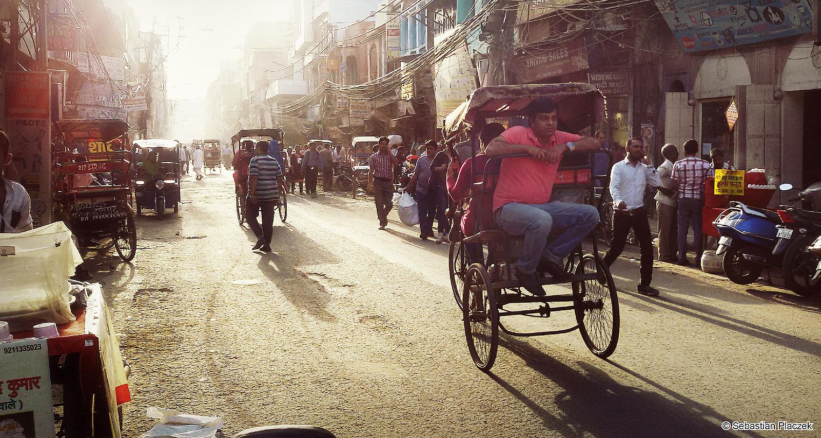 Rikszarze w Delhi. Zdjęcia z podróży do Indii. Foto - Sebastian Placzek