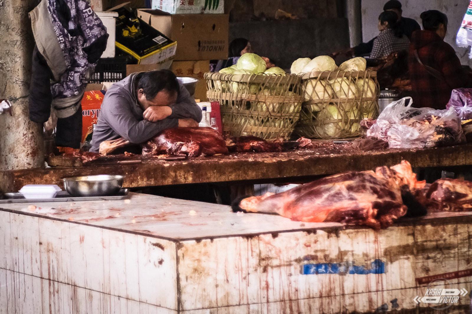 Autostopem przez Tybet, bazar w Ganzi - foto