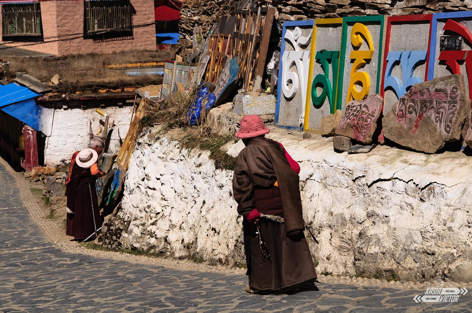 Podróż przez Chiny, tybetański klasztor w mieście Litang